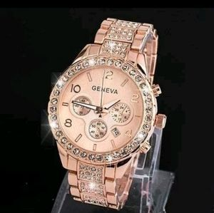 🎅 New! Sparkly Rose Gold Ladies Fashion Watch